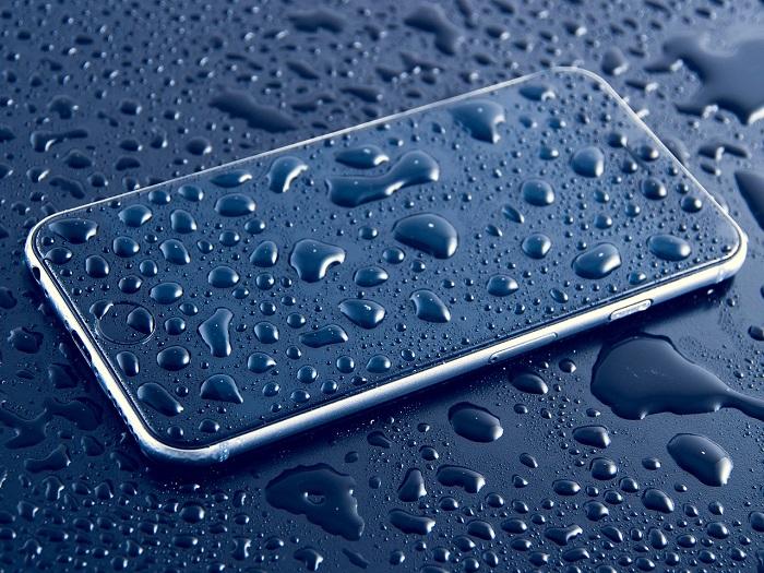 recuperar celular que ha caído en el agua